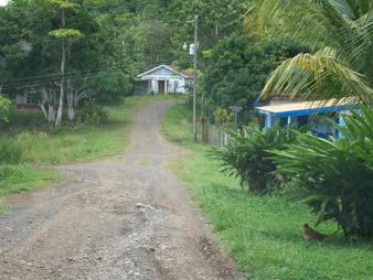 Nach ca. 1km kommt links eine Schule dann links abbiegen.